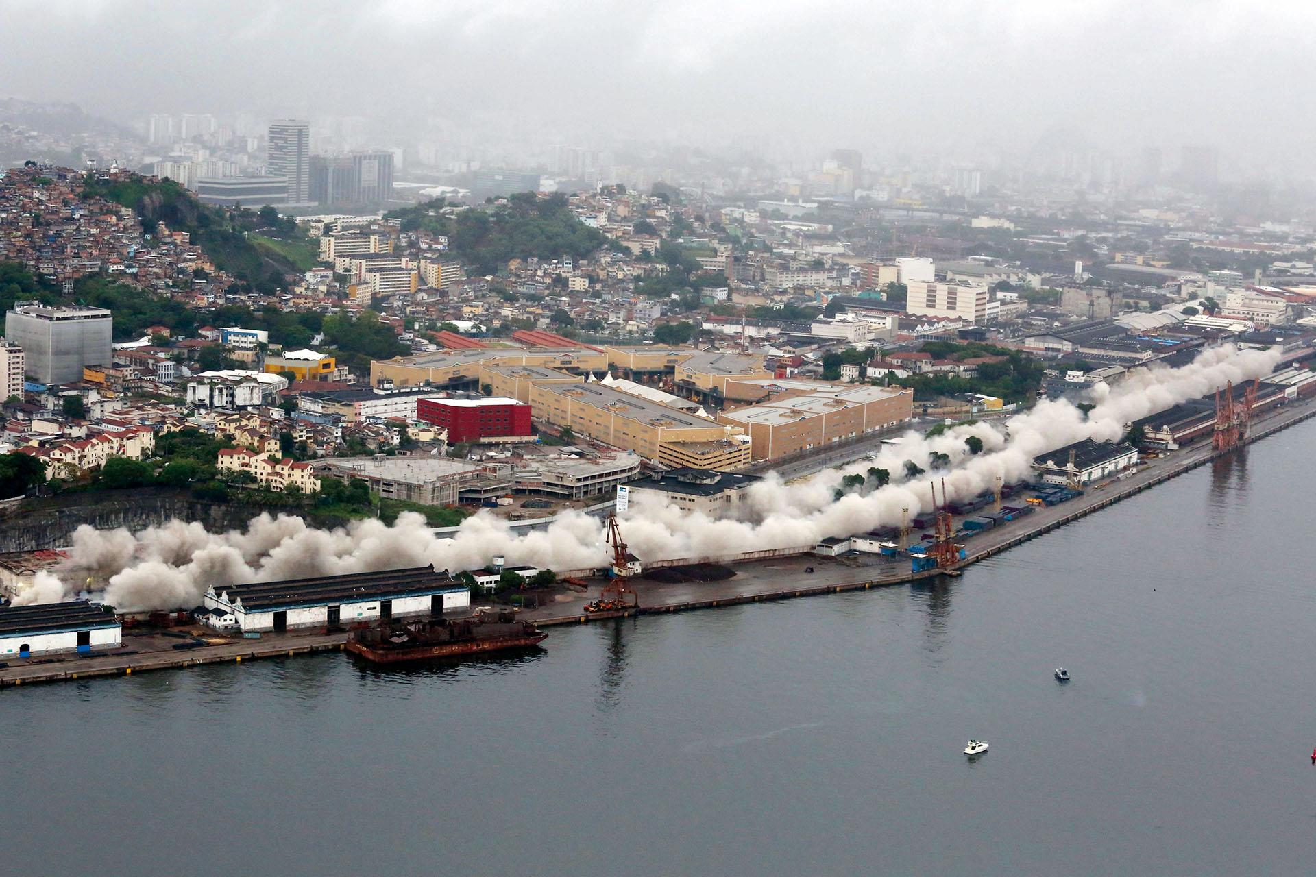 Implosão do Viaduto da Perimetral (2015)